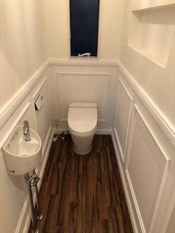 トイレのこだわりはモールディング。ホテルみたいな仕上がりです。
